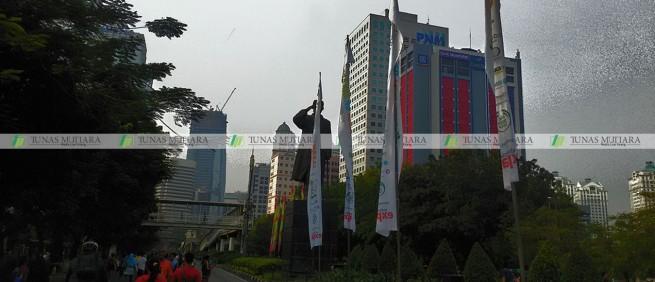 umbul-umbul Clean Up Jakarta dukuh atas